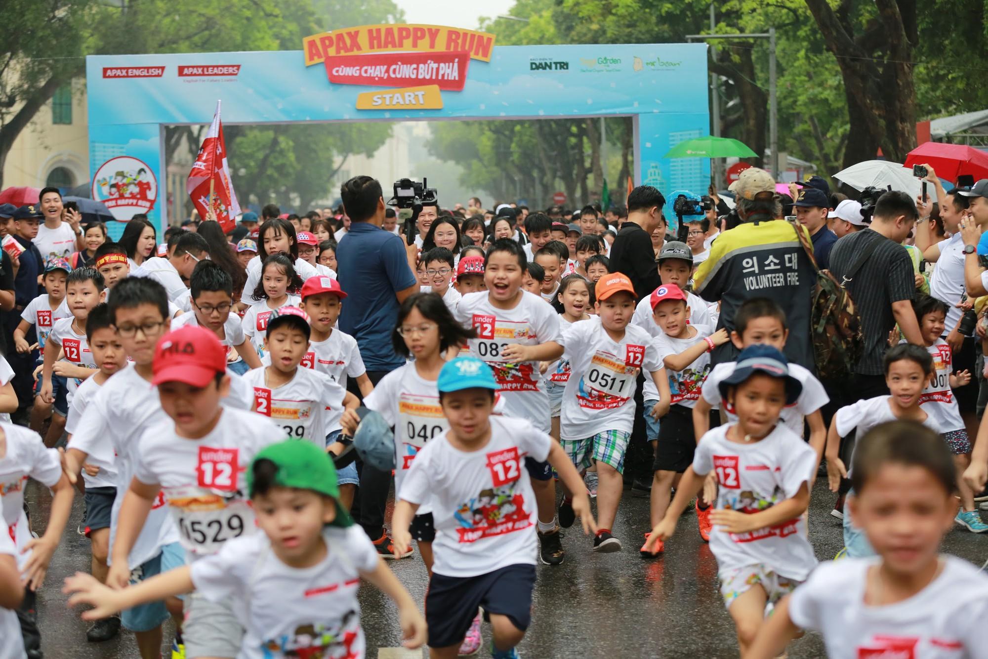 """Bống """"chè bưởi"""" cùng bạn học tổ chức thành công giải chạy marathon, quyên tiền xây trường cho học sinh vùng cao - Ảnh 8."""