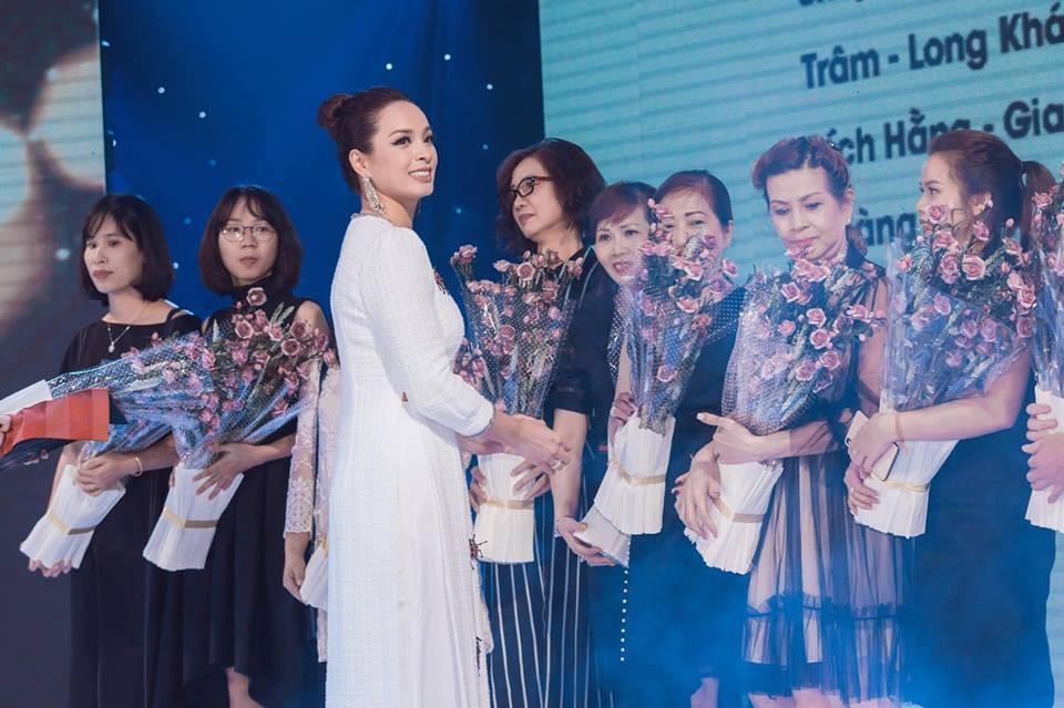 Người mẫu Thúy Hạnh, diễn viên Cát Phượng, Hải Yến cùng dàn nghệ sĩ Việt xuất hiện rạng ngời tại sự kiện - Ảnh 9.