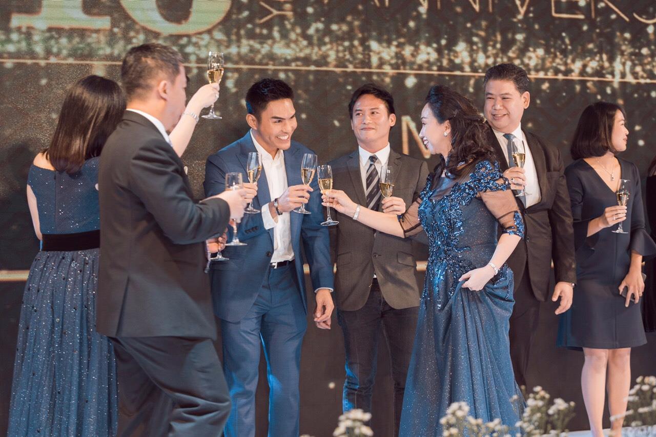 Người mẫu Thúy Hạnh, diễn viên Cát Phượng, Hải Yến cùng dàn nghệ sĩ Việt xuất hiện rạng ngời tại sự kiện - Ảnh 10.