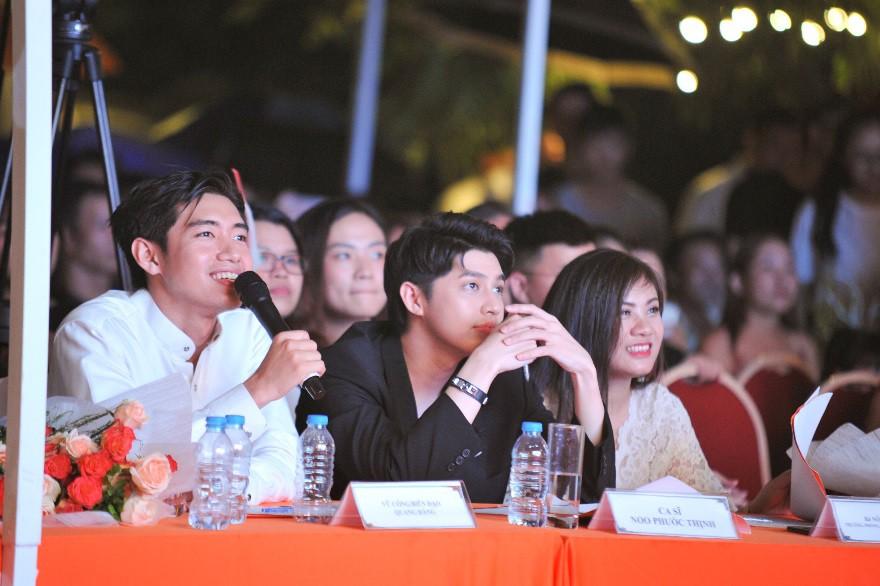 """Nữ sinh Hà Nội """"đốn tim"""" Noo Phước Thịnh giành Quán quân cuộc thi tài năng ĐH FPT - Ảnh 1."""