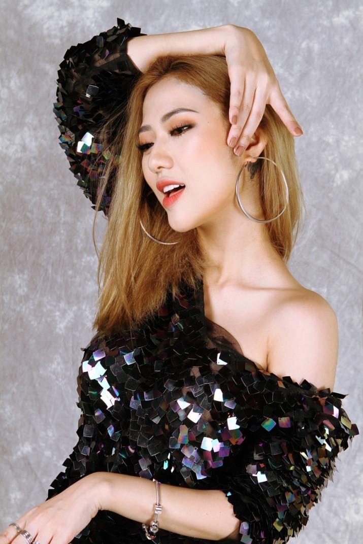 Trang Cherry lấn sân ca hát, lần đầu kết hợp cùng nhạc sĩ Aitai - Ảnh 1.
