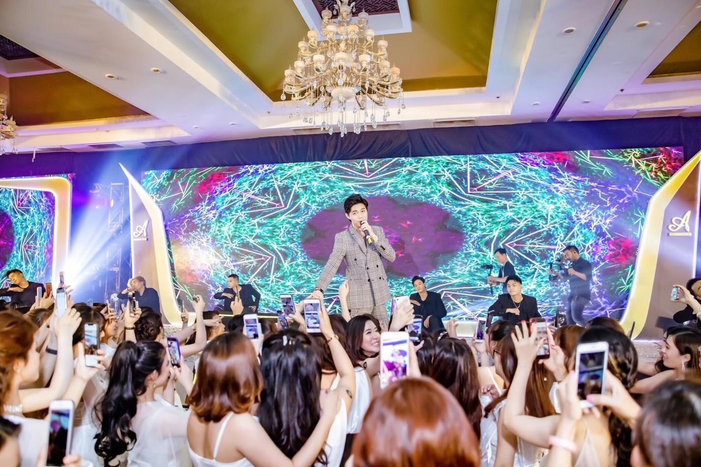 Noo Phước Thịnh, Lê Dương Bảo Lâm, Amee khuấy động sự kiện với những khoảnh khắc thú vị - Ảnh 2.