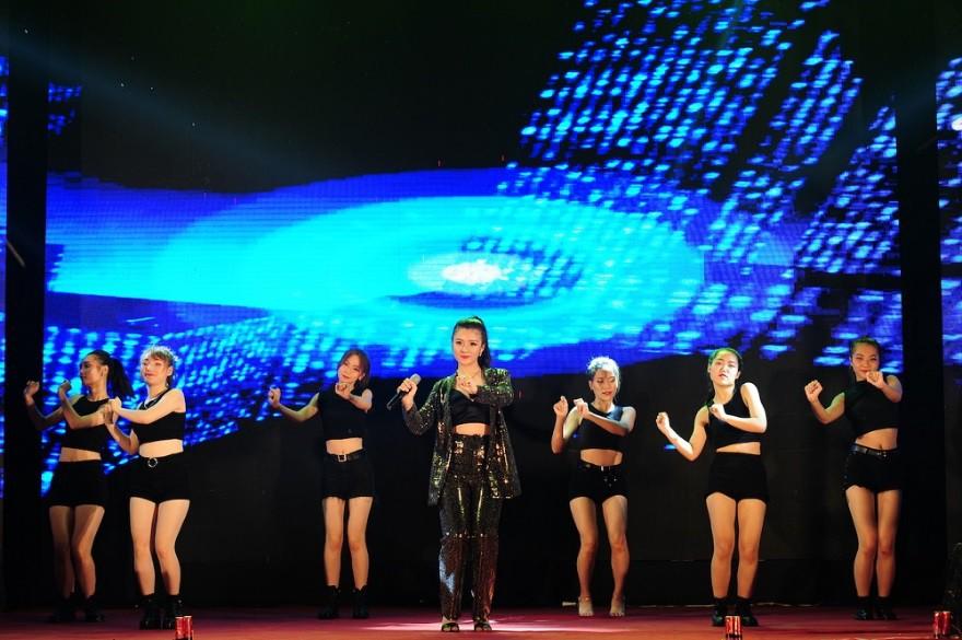 """Nữ sinh Hà Nội """"đốn tim"""" Noo Phước Thịnh giành Quán quân cuộc thi tài năng ĐH FPT - Ảnh 3."""