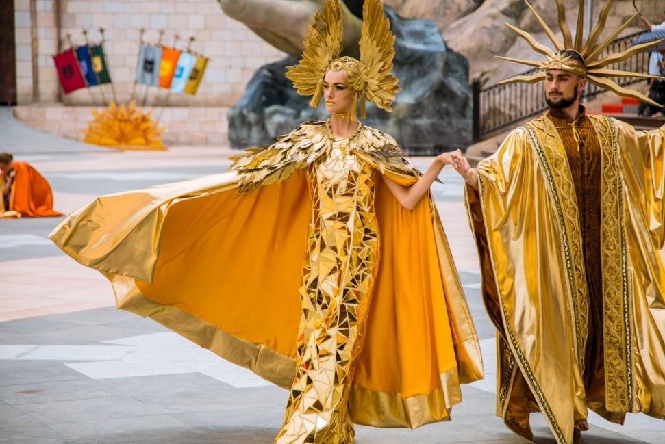 """Cận cảnh những phục trang được """"đo ni đóng giày"""" cho Vũ hội Ánh Dương - Ảnh 3."""