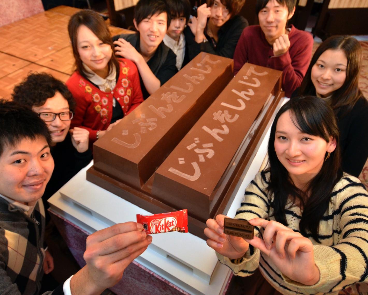 Lời nguyện ước trước kỳ thi: Câu chuyện thanh kẹo ngọt truyền lửa cho bao thế hệ học sinh Nhật Bản - Ảnh 4.