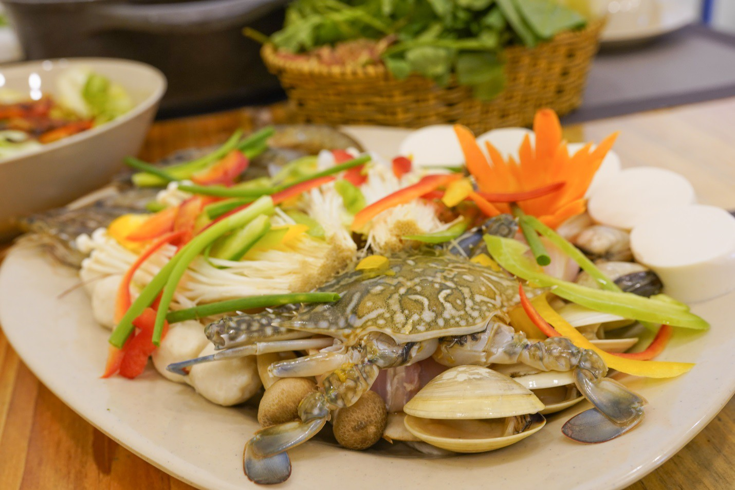 Ăn rau thả ga tại buffet rau Léguda Nha Trang - Ảnh 1.