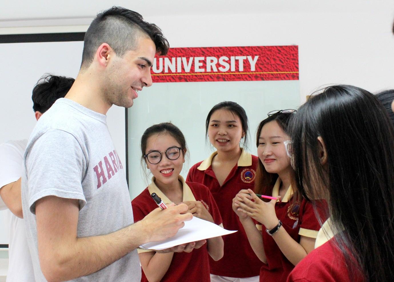 Sinh viên SIU giao lưu cùng sinh viên Đại học Harvard - Ảnh 1.