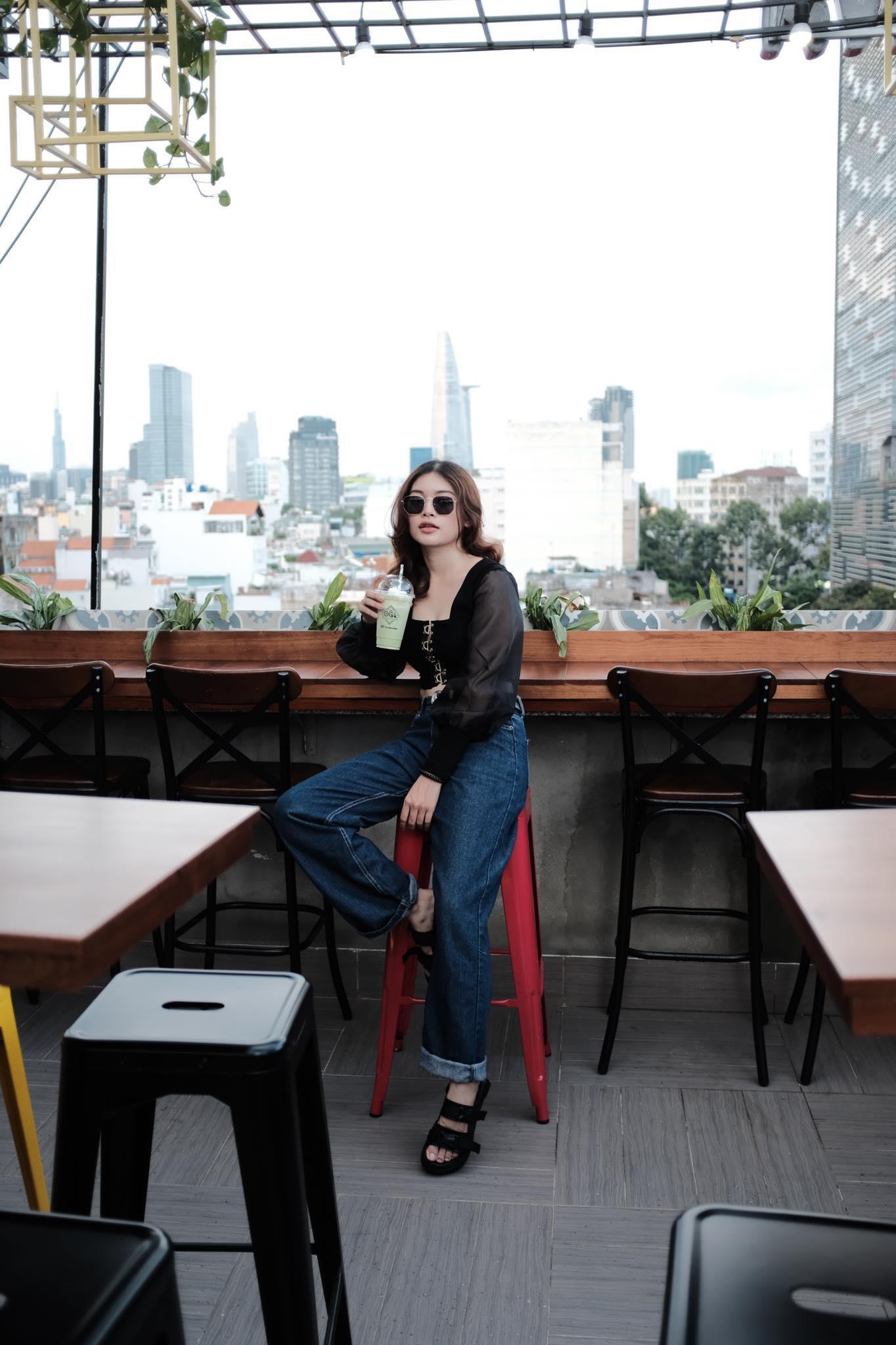 Cả thế giới thu bé lại vừa bằng một quán cà phê rooftop ngay giữa trung tâm Sài Gòn - Ảnh 9.