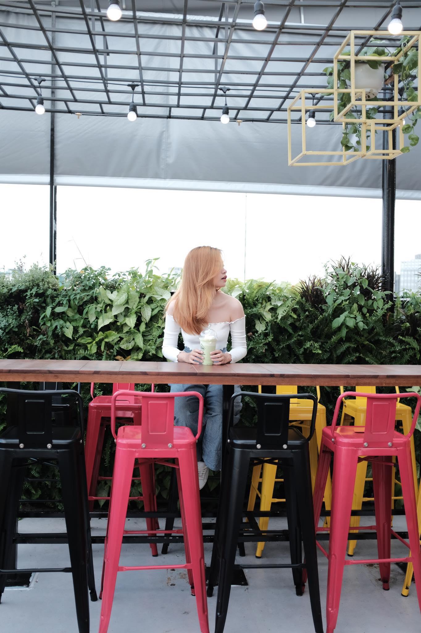 Cả thế giới thu bé lại vừa bằng một quán cà phê rooftop ngay giữa trung tâm Sài Gòn - Ảnh 10.
