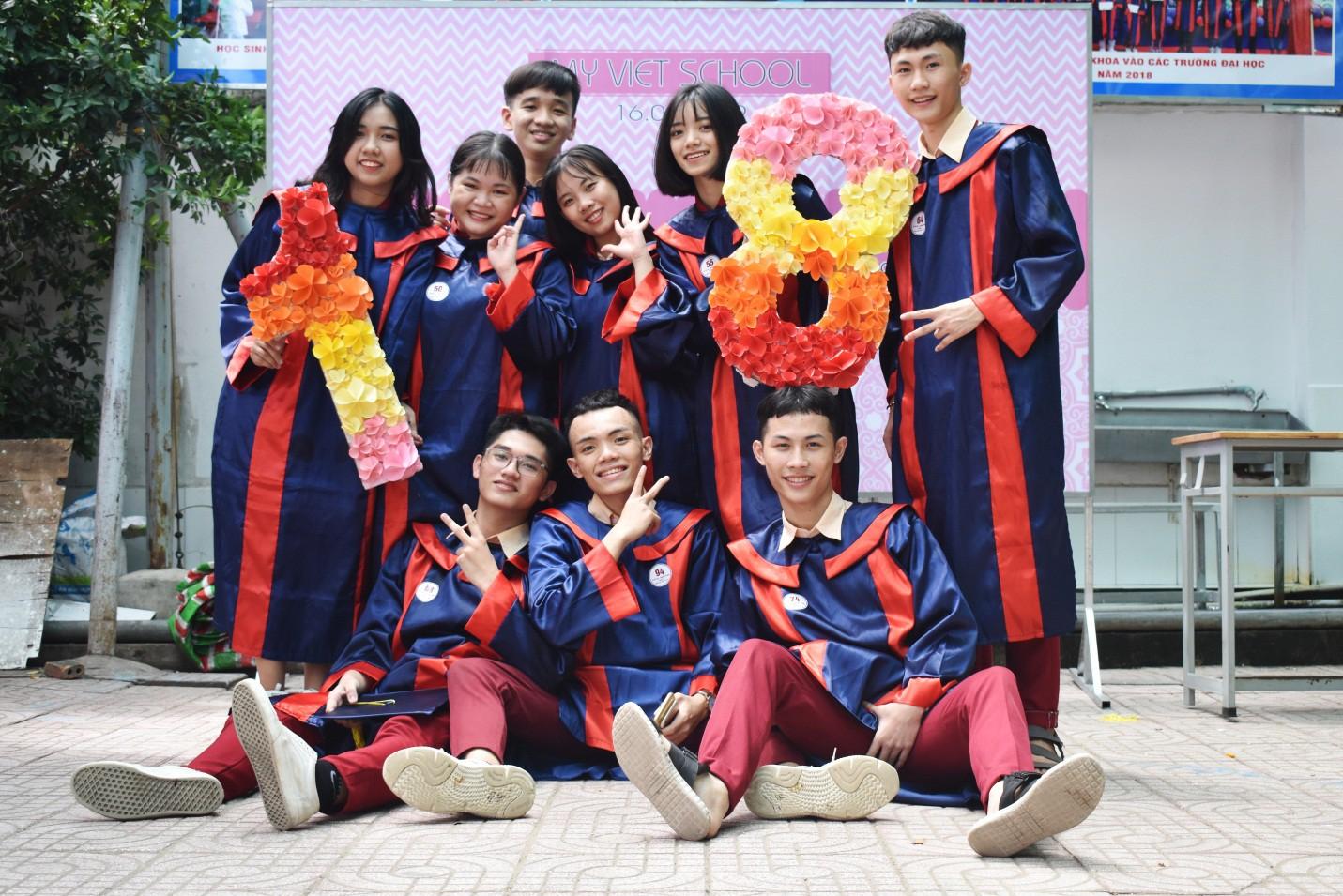 Nước mắt xen lẫn niềm vui trong lễ tri ân và trưởng thành của teen Mỹ Việt - Ảnh 1.