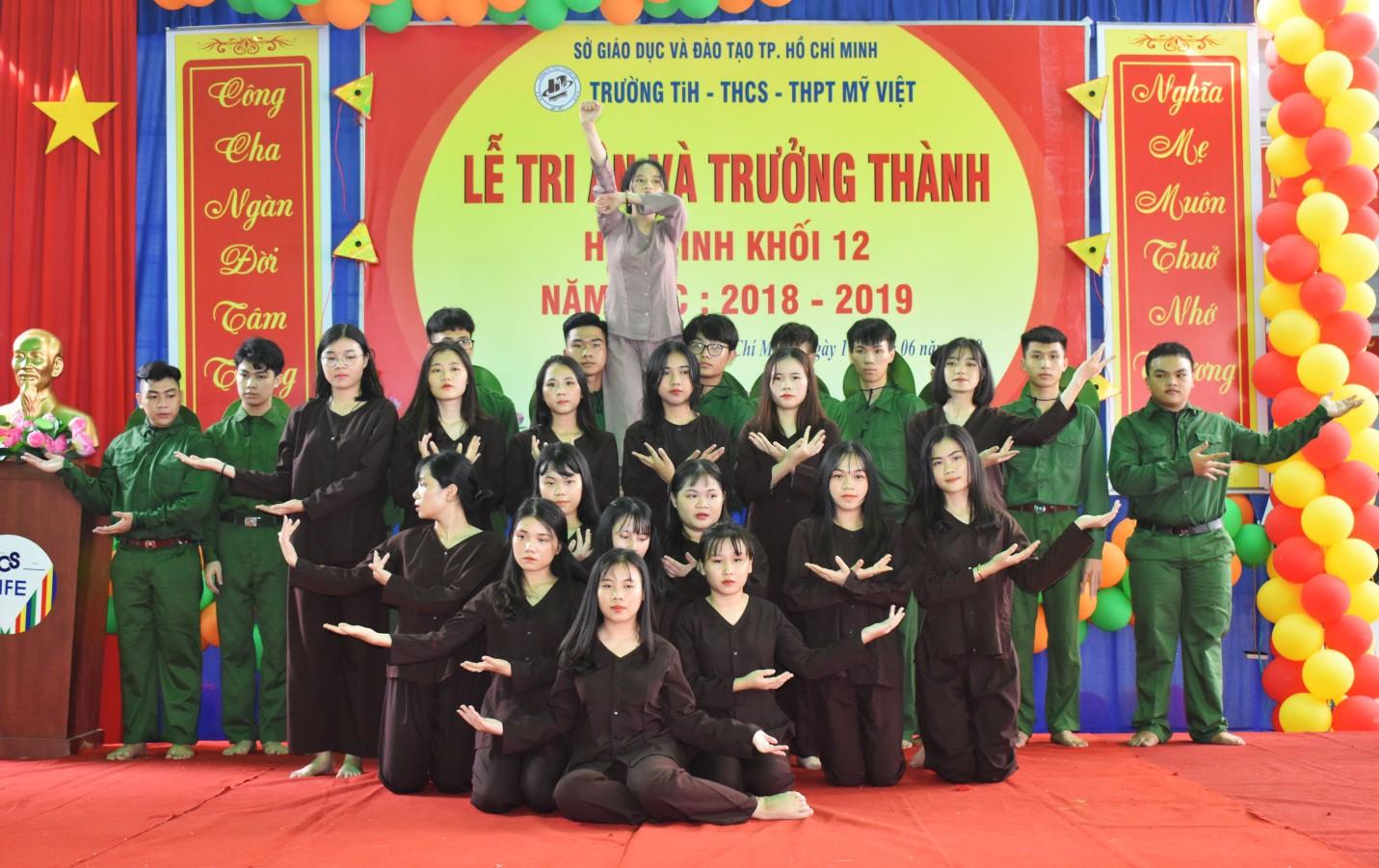 Nước mắt xen lẫn niềm vui trong lễ tri ân và trưởng thành của teen Mỹ Việt - Ảnh 6.