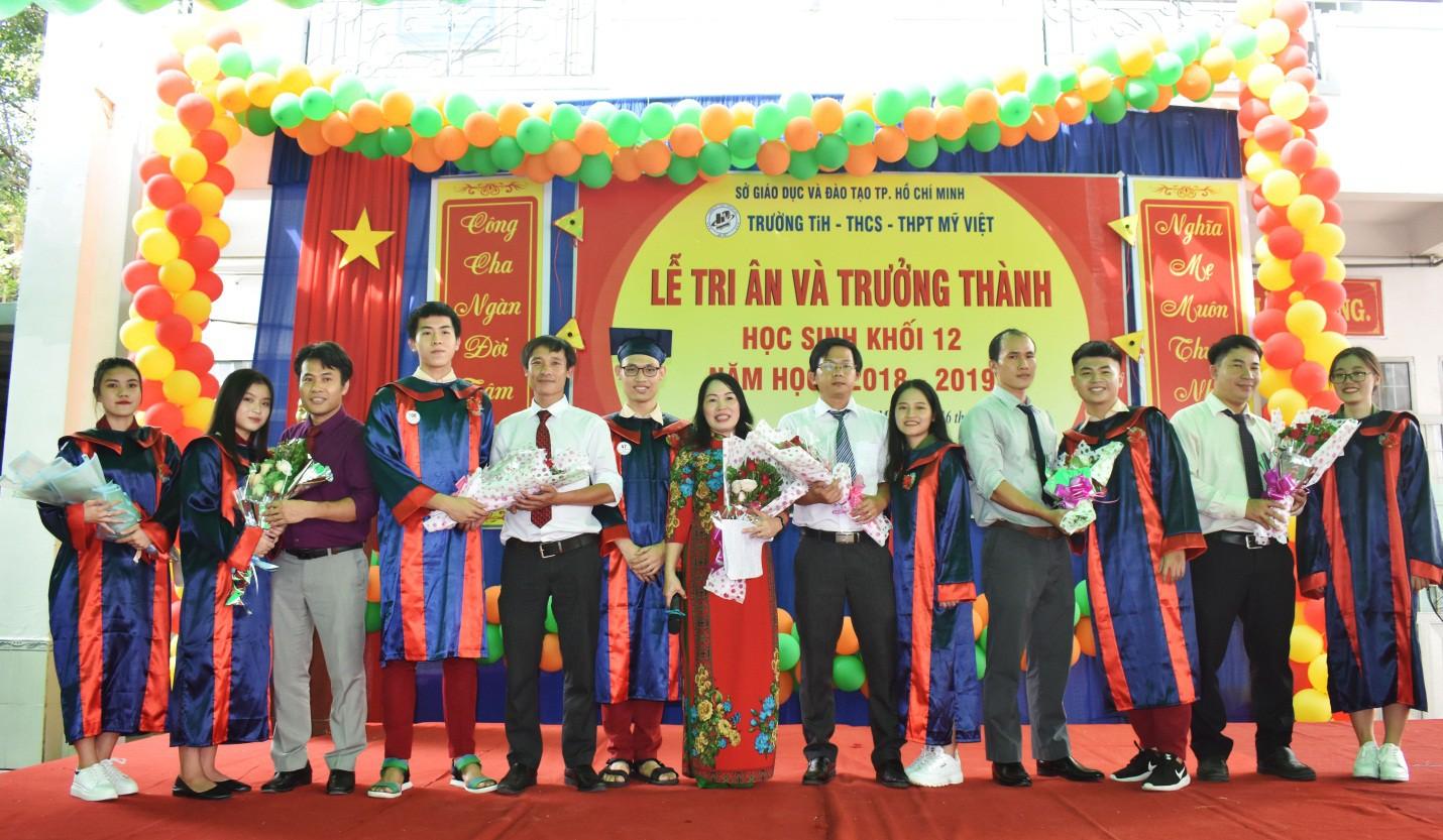 Nước mắt xen lẫn niềm vui trong lễ tri ân và trưởng thành của teen Mỹ Việt - Ảnh 7.