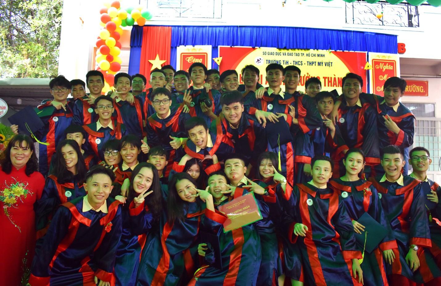 Nước mắt xen lẫn niềm vui trong lễ tri ân và trưởng thành của teen Mỹ Việt - Ảnh 10.