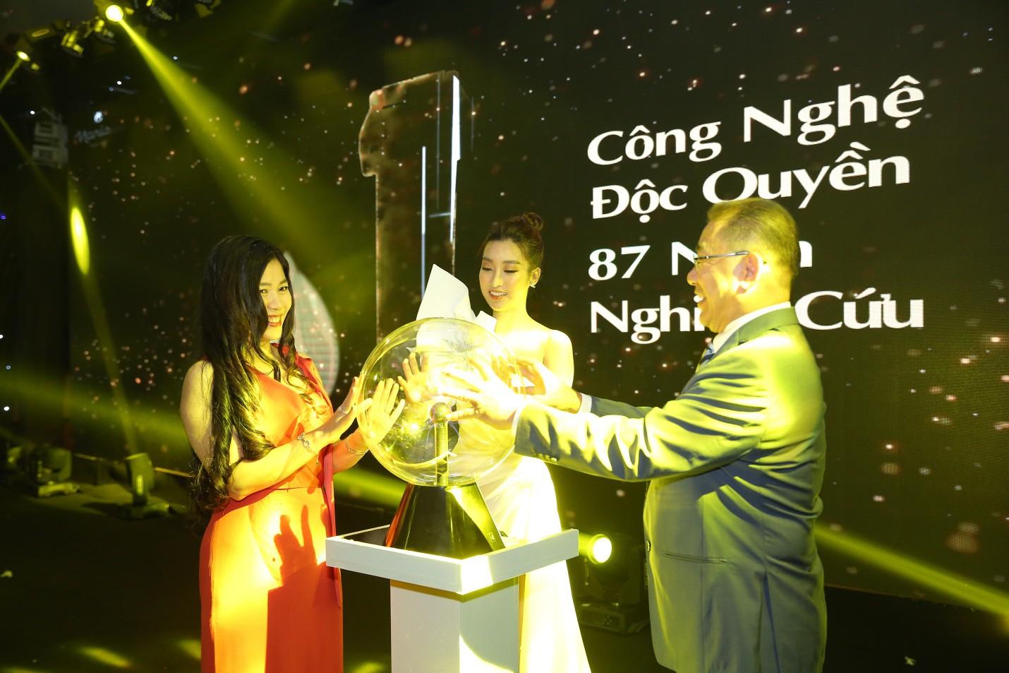 Bất ngờ kép đến từ Naris: Đại sứ thương hiệu Đỗ Mỹ Linh, tuyệt tác công nghệ làm đẹp Nhật Bản lần đầu có mặt tại Việt Nam - Ảnh 1.