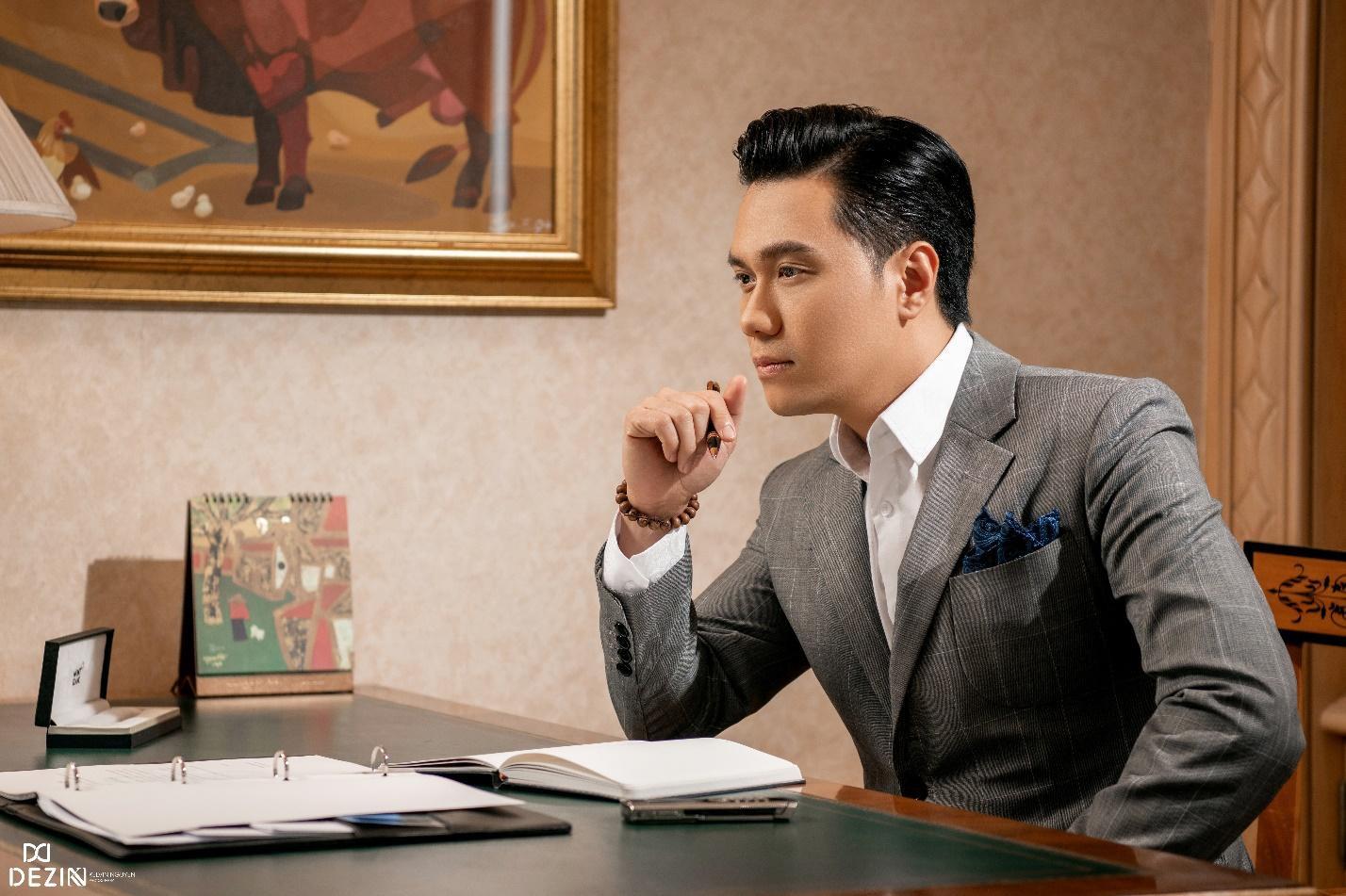 Đều mặc vest DEZI, Đông Hòa trong phim lẫn Việt Anh ngoài đời cùng khiến khán giả mê mệt với phong cách lịch lãm chuẩn soái ca - Ảnh 2.
