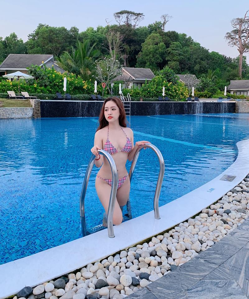 Thúy Vi liên tục đăng ảnh diện bikini, khoe thân hình ngày càng sexy, nóng bỏng - Ảnh 4.