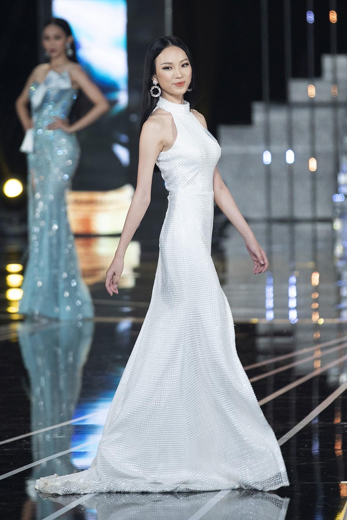 Màn dạ hội bay bổng của NTK Nguyễn Minh Tuấn trong đêm chung khảo phía Nam Miss World Việt Nam 2019 - Ảnh 5.