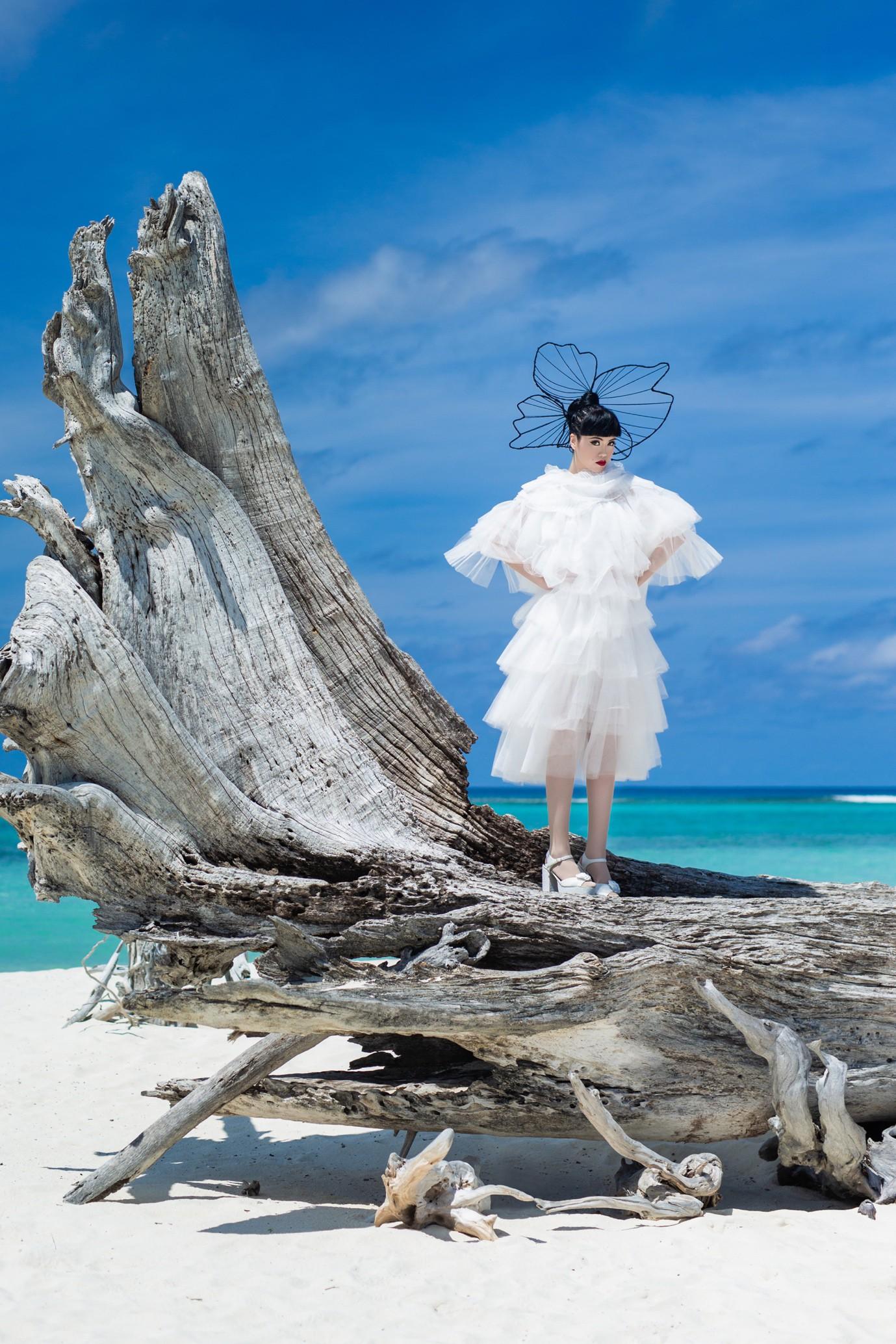Người thổi hồn cho những kiểu tóc của Jessica Minh Anh tại Maldives - Ảnh 3.