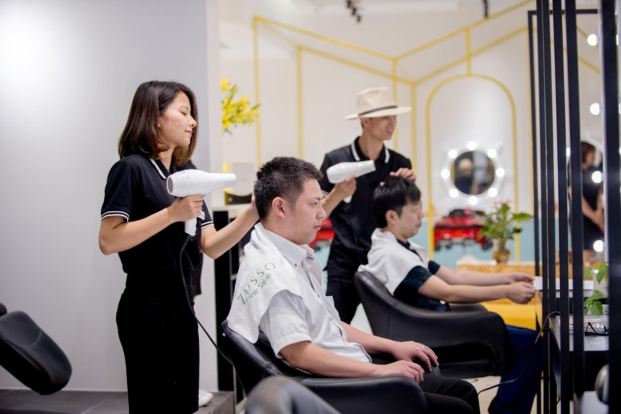 Zusso Hair Salon hút giới trẻ sành điệu Hà thành - Ảnh 4.