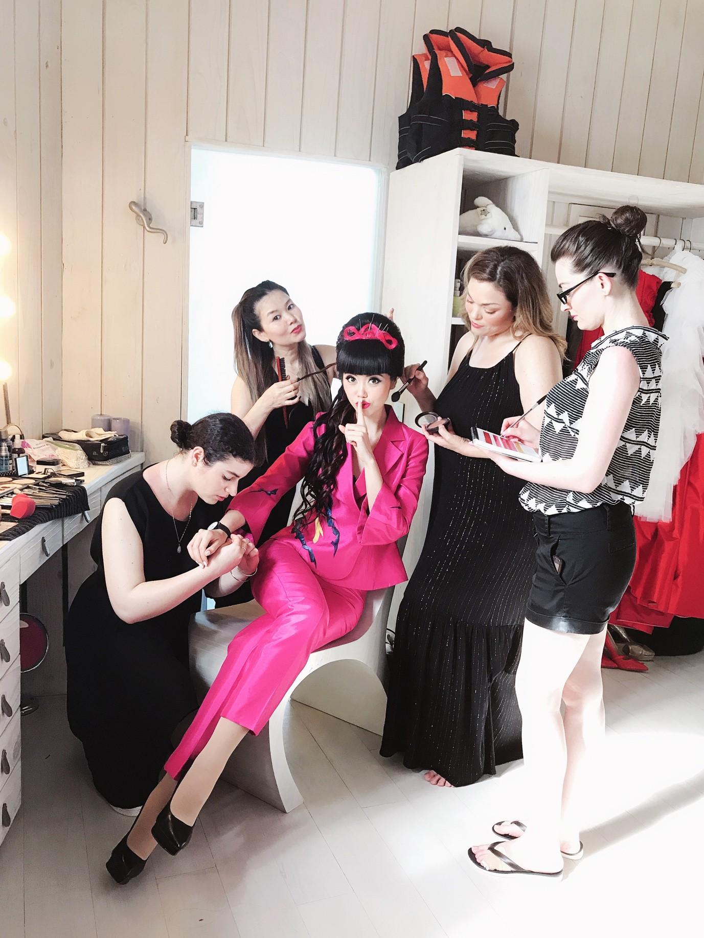 Người thổi hồn cho những kiểu tóc của Jessica Minh Anh tại Maldives - Ảnh 5.