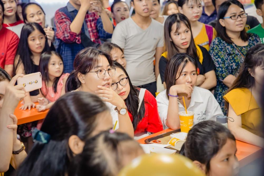 """Giới trẻ Sài thành """"phát sốt"""" với đùi ếch rán HORU - Ảnh 8."""