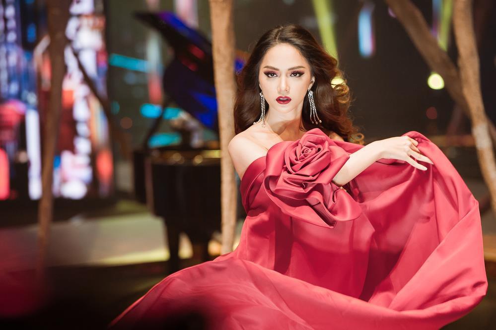 Chiếc áo nào, sắc màu nào tạo dấu ấn trong cuộc đời Hương Giang, talkshow này sẽ hé lộ cho bạn! - Ảnh 2.