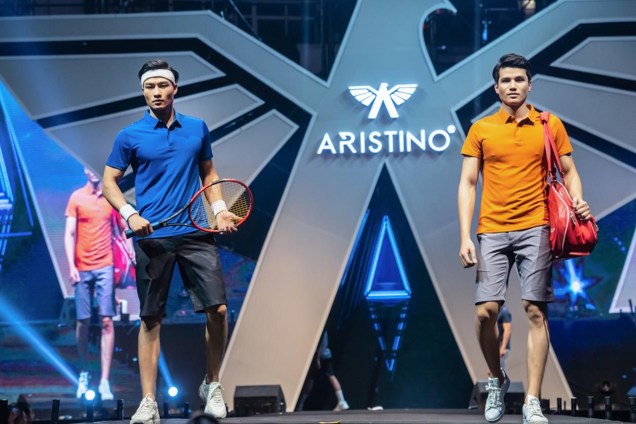 """Aristino Summer Fashion Show 2019 - Hà Anh Tuấn cùng dàn nam thần Be The Man """"phá đảo"""" Hồ Gươm - Ảnh 1."""