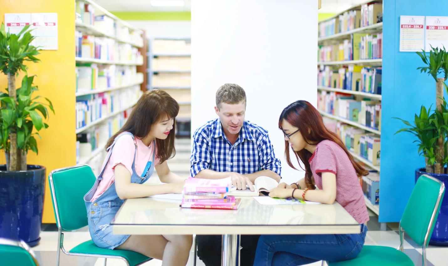 Những trải nghiệm chỉ có ở đại học song ngữ quốc tế - Ảnh 2.