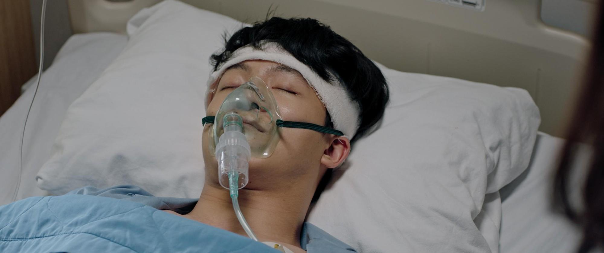 Harry Lu gây xúc động với vai diễn trở lại màn ảnh rộng sau tai nạn giao thông nghiêm trọng - Ảnh 3.