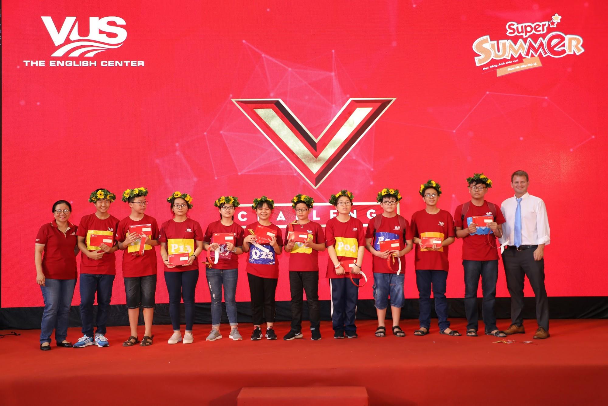 Chung kết V-Challenge 2019: Thử thách trí tuệ đầy hấp dẫn với 608 bạn trẻ học viên VUS - Ảnh 6.