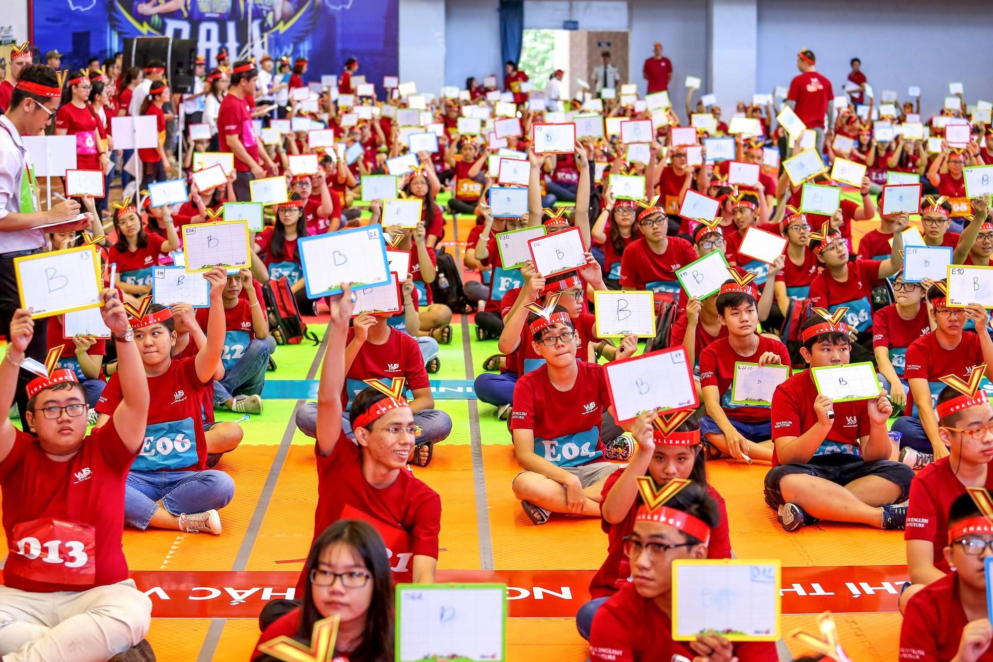 Chung kết V-Challenge 2019: Thử thách trí tuệ đầy hấp dẫn với 608 bạn trẻ học viên VUS - Ảnh 1.