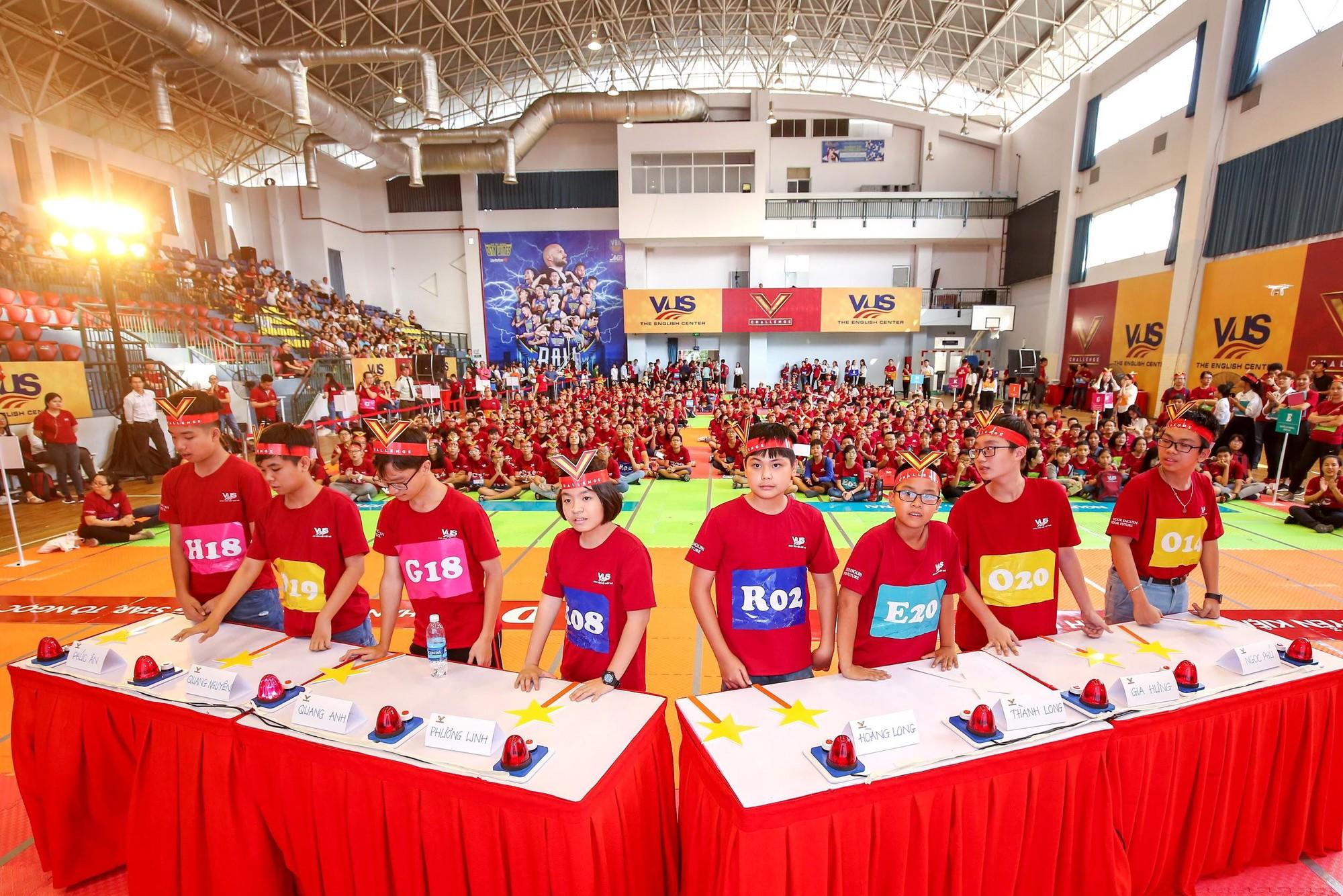 Chung kết V-Challenge 2019: Thử thách trí tuệ đầy hấp dẫn với 608 bạn trẻ học viên VUS - Ảnh 5.