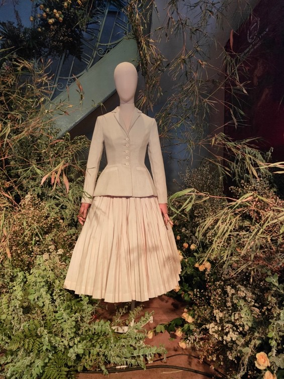 """Đột nhập không gian đậm chất lịch sử thời trang của triển lãm """"Beauty of Yesterday"""" - Ảnh 3."""