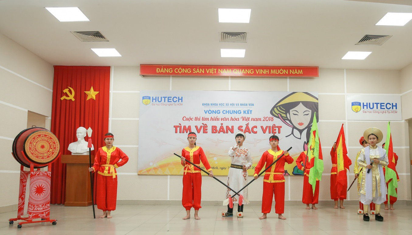 """""""Ngành Việt Nam học thì… học thế nào?"""" - Sinh viên HUTECH trả lời cực """"chất"""" - Ảnh 1."""