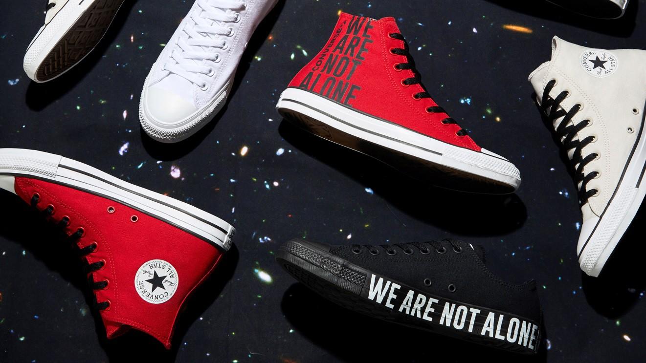 """Vỗ vai và nói """"We are not alone"""", Converse vẽ ra chiến dịch với nhiều câu chuyện phía sau - Ảnh 1."""