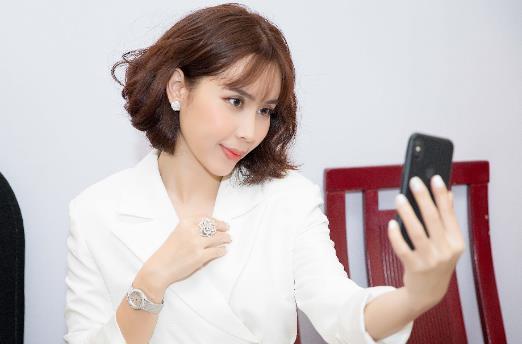 Mục sở thị những món đồ thể hiện độ chịu chơi của ca sĩ Lưu Hương Giang - Ảnh 1.