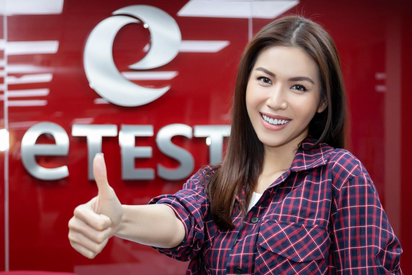 Minh Tú nói tiếng Anh ngày càng hoàn thiện, đây là nơi giúp cô trau dồi kỹ năng ngoại ngữ của mình! - Ảnh 1.