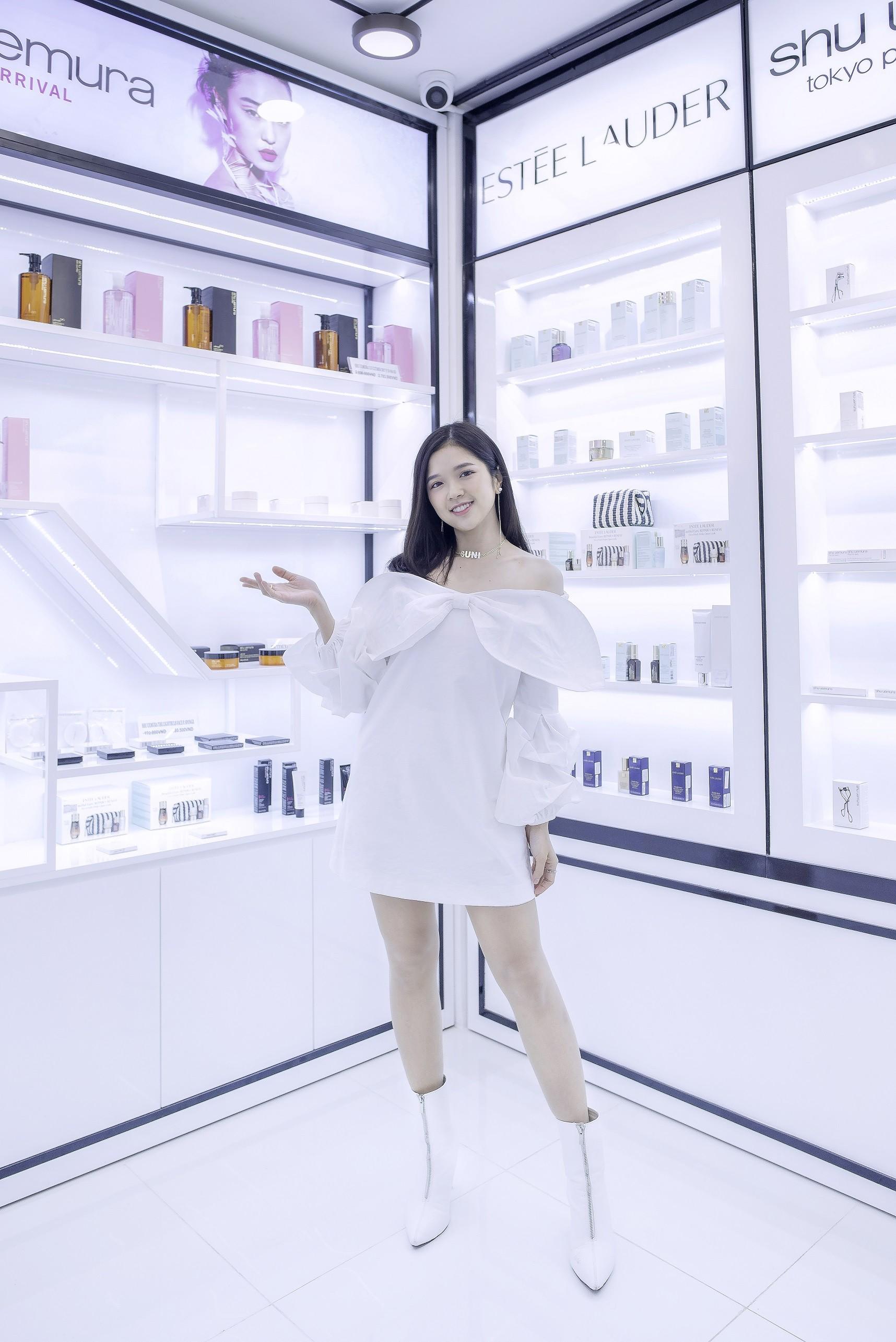 Theo chân Midu, Suni khám phá thiên đường mỹ phẩm, nước hoa SAM beauty - Ảnh 8.