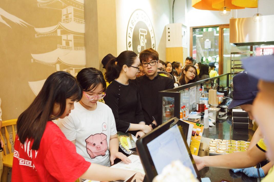 Khám phá cửa hàng bánh cheese tart lừng danh Nhật Bản trên đất Sài thành - Ảnh 1.