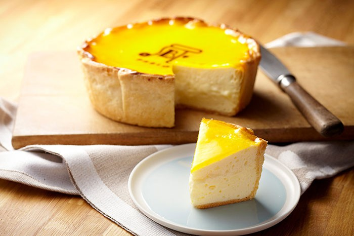 Khám phá cửa hàng bánh cheese tart lừng danh Nhật Bản trên đất Sài thành - Ảnh 2.