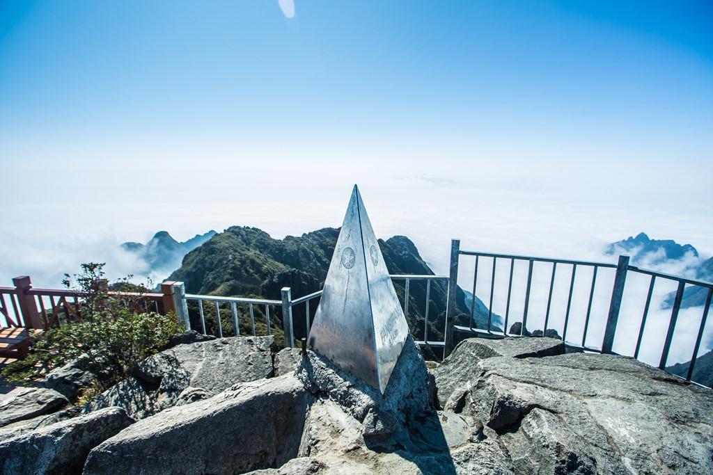 Kể chuyện người tái sinh chóp tháp trên đỉnh Fansipan - Ảnh 1.
