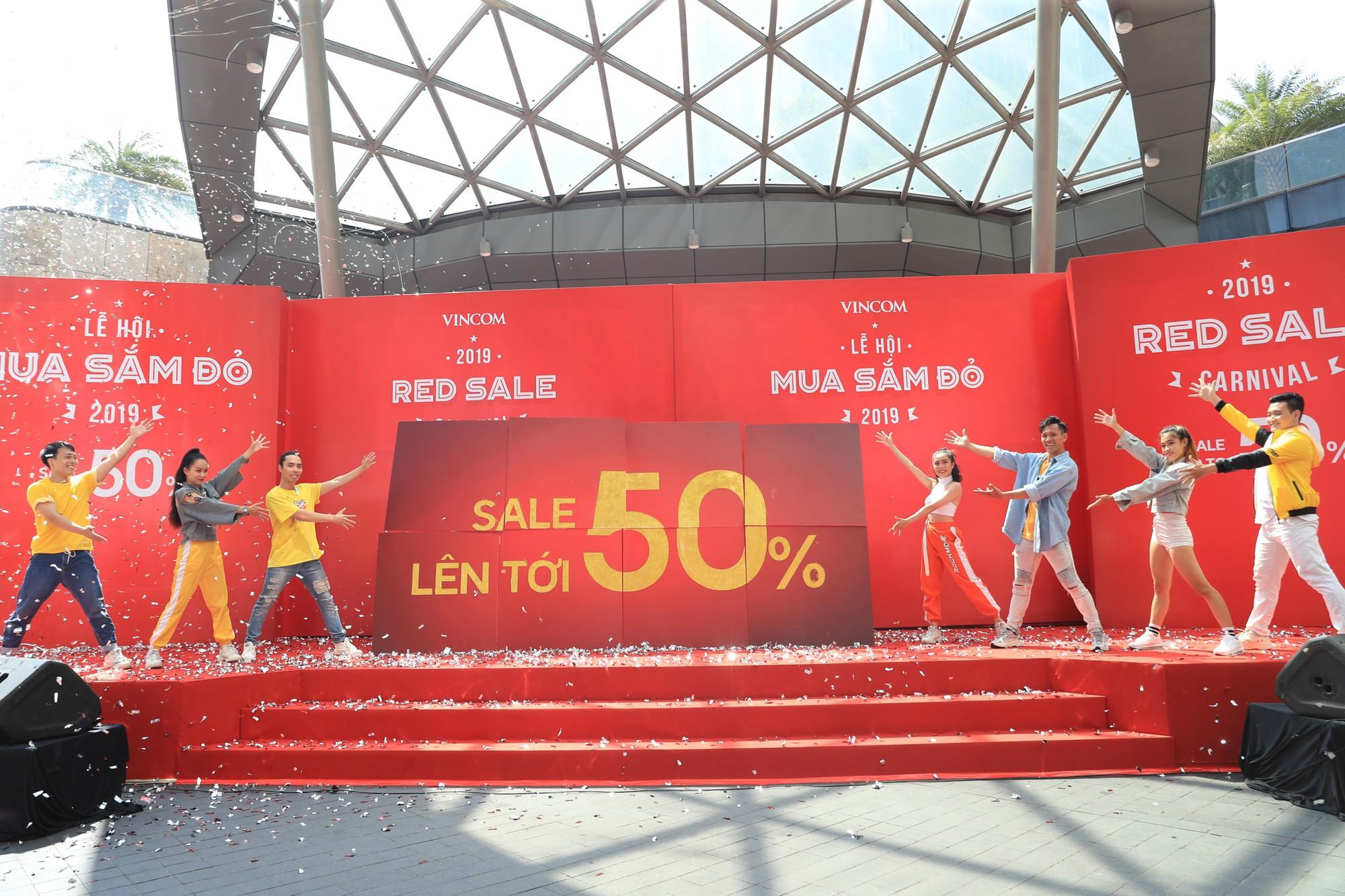 Noo Phước Thịnh điển trai, khuấy động lễ khai mạc Vincom Red Sale Carnival 2019 - Ảnh 7.