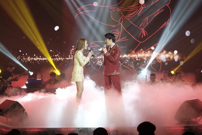 Mỹ Tâm song ca cực tình tứ cùng Noo Phước Thịnh, Tóc Tiên khoe vũ đạo nóng bỏng trên sân khấu Secret Concert - Ảnh 1.