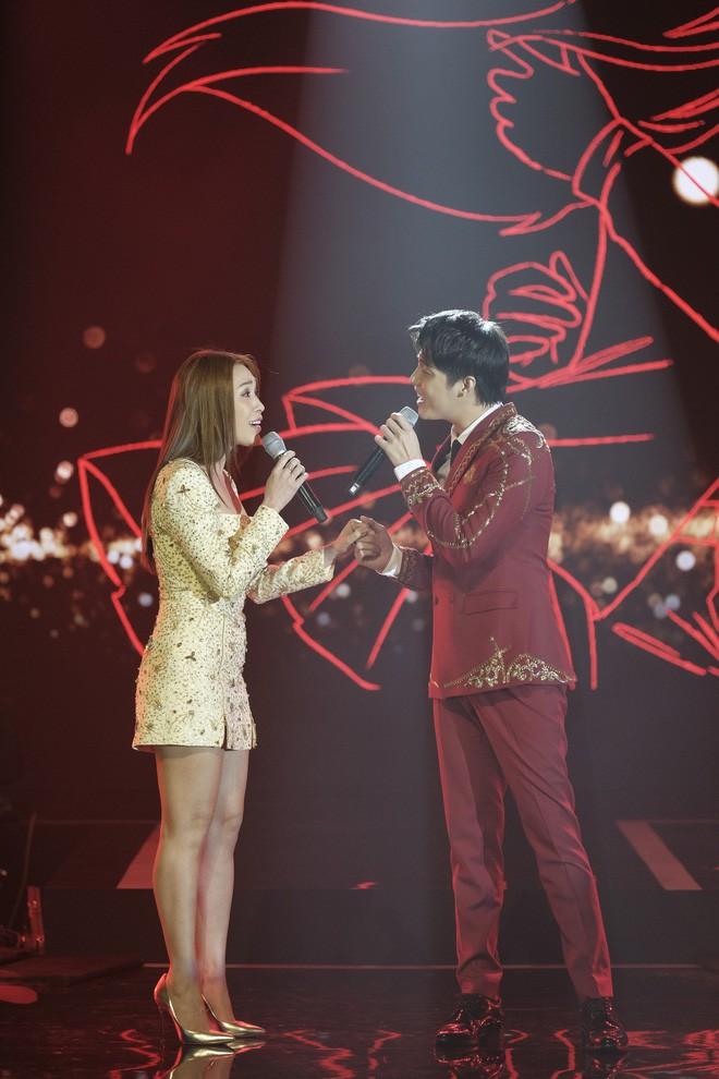 Mỹ Tâm song ca cực tình tứ cùng Noo Phước Thịnh, Tóc Tiên khoe vũ đạo nóng bỏng trên sân khấu Secret Concert - Ảnh 2.
