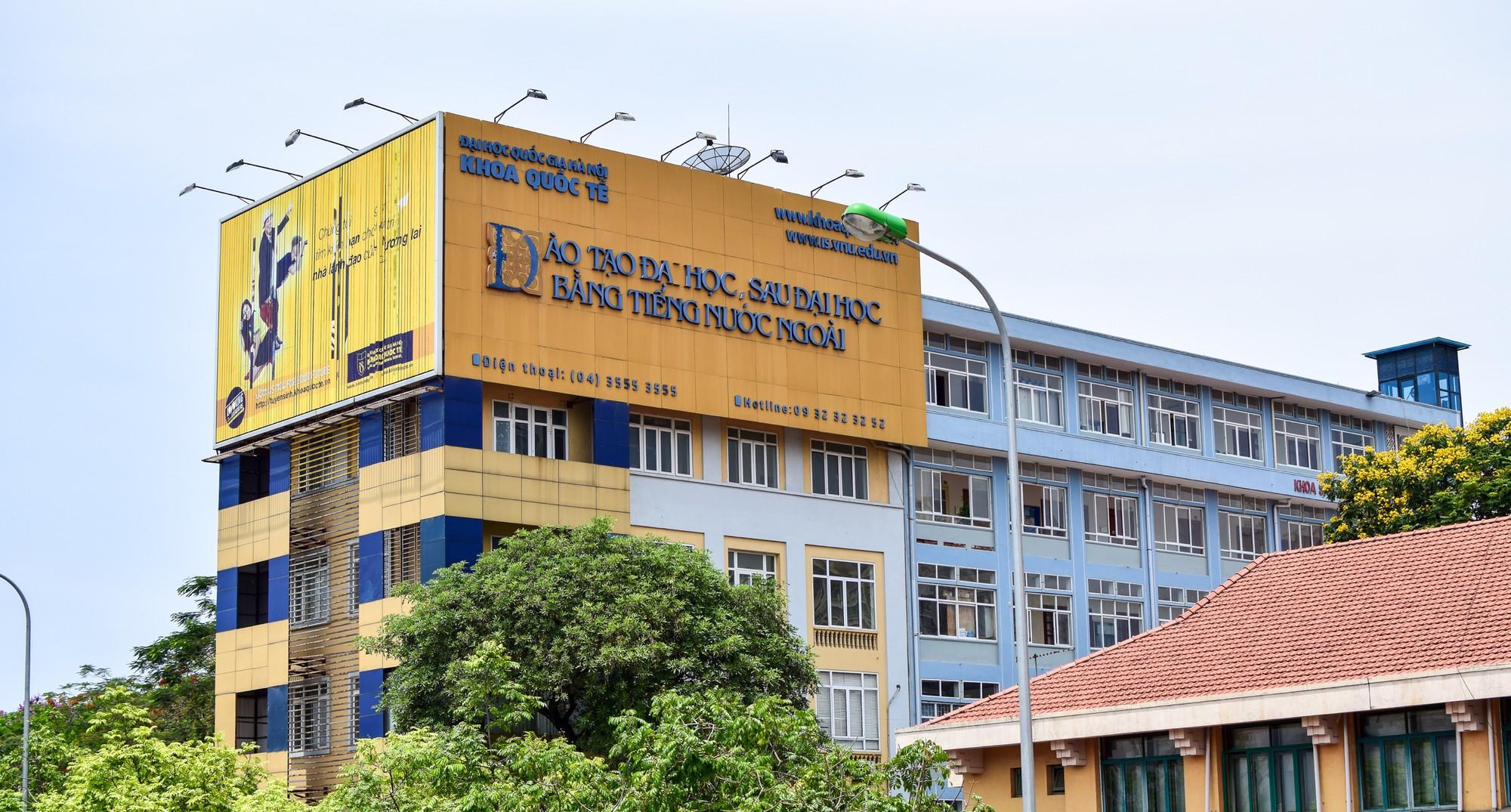 Khoa Quốc tế ĐHQGHN tặng 40 laptop cho tân sinh viên ngành Hệ thống thông tin quản lý, Tin học và Kỹ thuật máy tính - Ảnh 3.