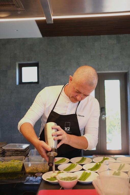 Đầu bếp đạt sao Michelin Stéphan Paroche làm khách mê mẩn tại X2 Hội An - Ảnh 1.