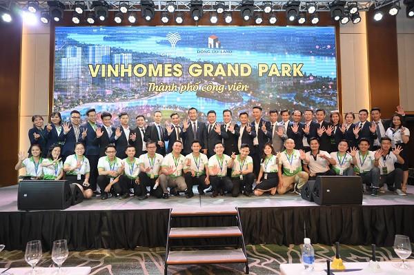 Sức hút từ Vinhomes Grand Park đã khiến giỏ hàng của Đông Tây Land cạn kiệt - Ảnh 2.