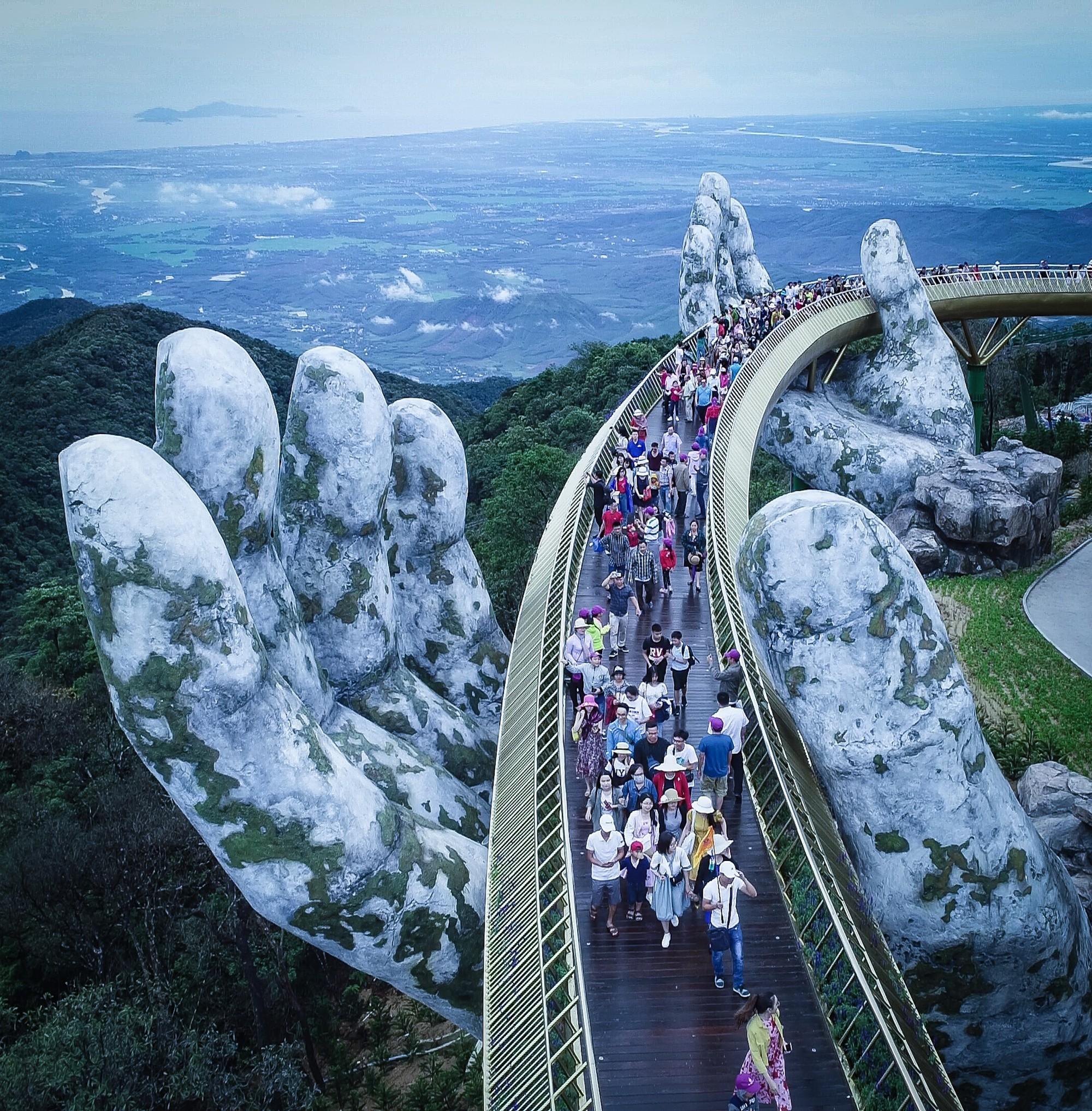 Hơn một sản phẩm du lịch, Cầu Vàng trở thành nguồn cảm hứng cho cộng đồng - Ảnh 4.