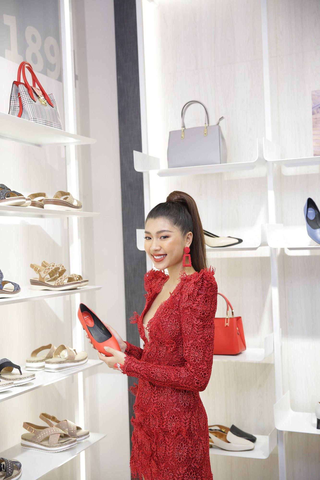 Những đôi giày đẹp, chất khiến Đồng Ánh Quỳnh và Khánh Linh mê mẩn! - Ảnh 4.