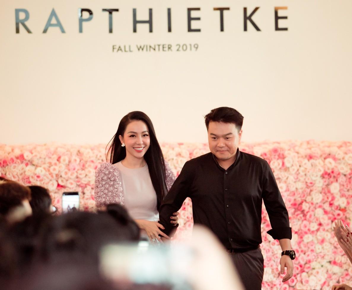 """Linh Nga, Tuyết Lan trở thành vedette ra mắt bộ sưu tập """"The First Dress"""" - Ảnh 2."""
